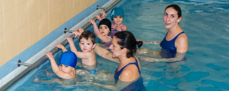 cursos de piscina para niños